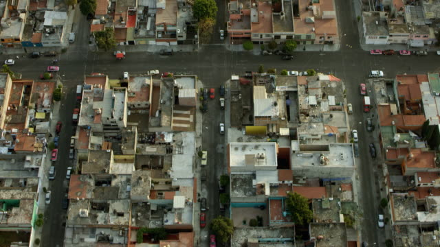 flying over rooftops in mexico city - 北半球点の映像素材/bロール
