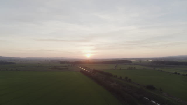 vídeos de stock e filmes b-roll de flying over shot of the a64 road over the river hertford and the fields near flixton - scarborough reino unido