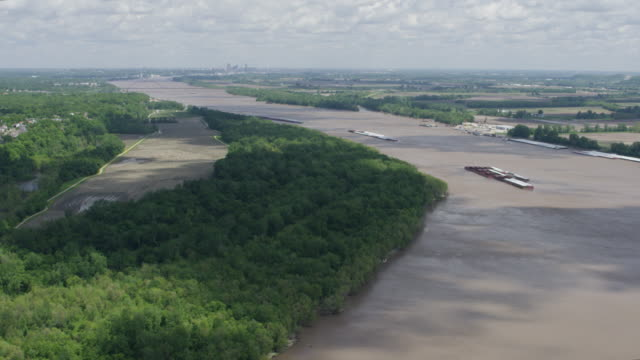flying over shot of the mississippi river with st louis in the background - missouri stock videos & royalty-free footage