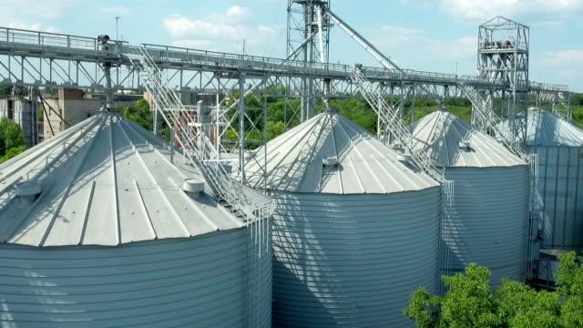 Survolant silo rangement