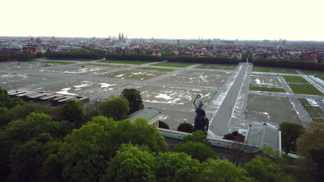 flying over the bavaria statue at theresienwiese in munich - terra brulla video stock e b–roll