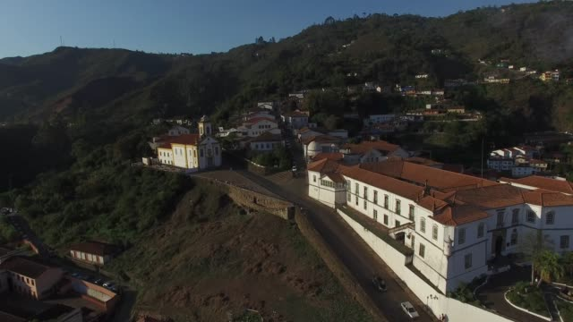 vídeos de stock e filmes b-roll de flying over the beautiful city of ouro preto in minas gerais, brazil - preto
