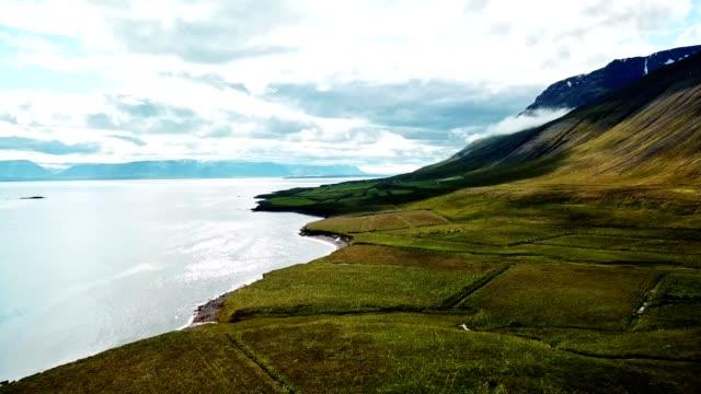 vidéos et rushes de survol de la côte - islande