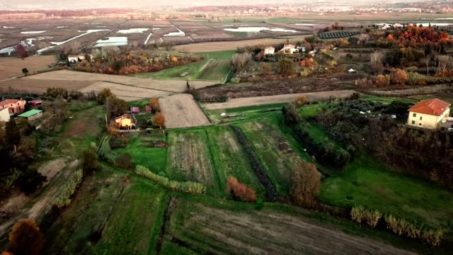 flying over the italian countryside in winter - toscana video stock e b–roll