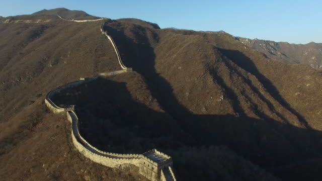 flying over the mutianyu great wall in beijing, china - mutianyu stock videos & royalty-free footage