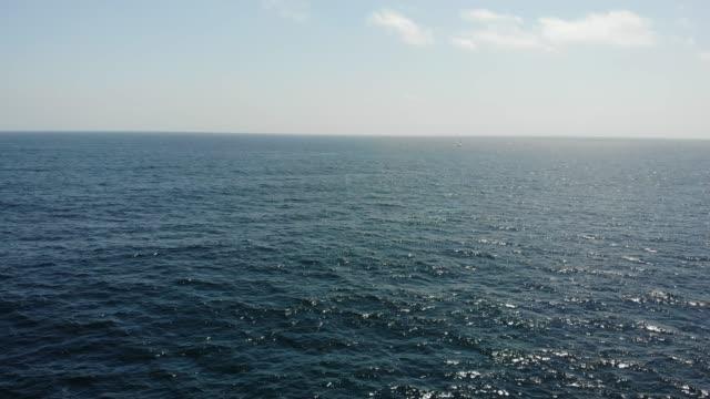 flug über das meer - pacific ocean stock-videos und b-roll-filmmaterial