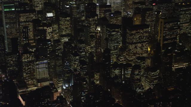 vídeos y material grabado en eventos de stock de flying over the skyscrapers of midtown manhattan at night, heading toward times square. shot in november 2011. - artbeats