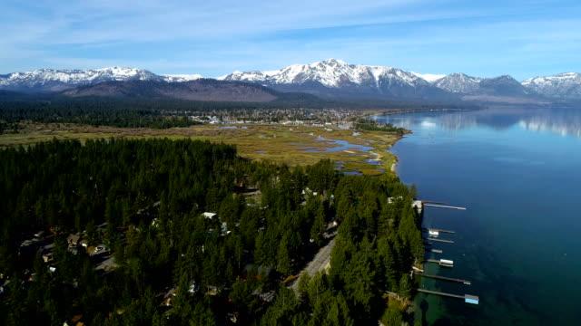 stockvideo's en b-roll-footage met vliegen over dikke bos kant pan uit over lake tahoe, californië tijdens mei 2018 - mei
