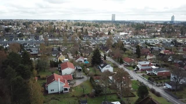 flygande över villaområde - sverige bildbanksvideor och videomaterial från bakom kulisserna