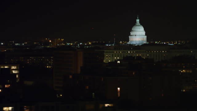flying over washington dc office buildings at night, capitol dome in background. shot in 2011. - kuppeldach oder kuppel stock-videos und b-roll-filmmaterial