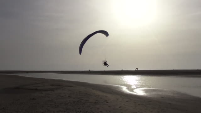 Flying Paragliding