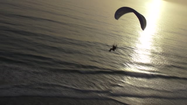 flying paragliding - paragliding stock videos & royalty-free footage