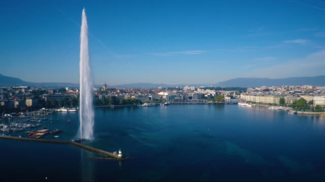vidéos et rushes de flying pass jet d'eau in geneva - fontaine