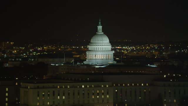 flying past the capitol at night in washington dc. shot in 2011. - artbeats bildbanksvideor och videomaterial från bakom kulisserna