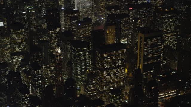 vídeos y material grabado en eventos de stock de flying past the skyscrapers of midtown manhattan at night, heading toward times square. shot in november 2011. - artbeats
