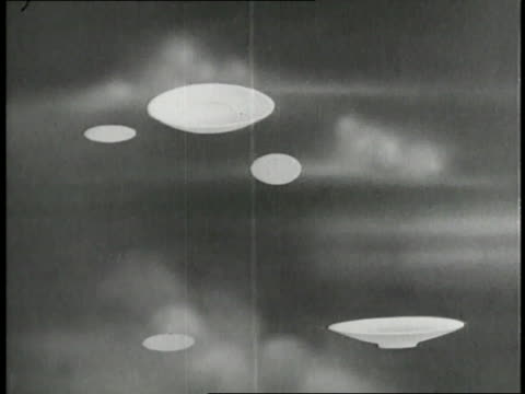 vídeos de stock, filmes e b-roll de flying saucers float through a cloudy sky - ufo