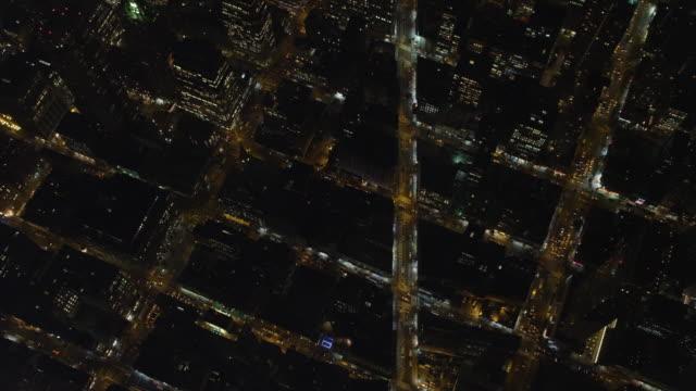 vídeos y material grabado en eventos de stock de flying southeast over manhattan streets at night, south of times square. shot in 2011. - artbeats
