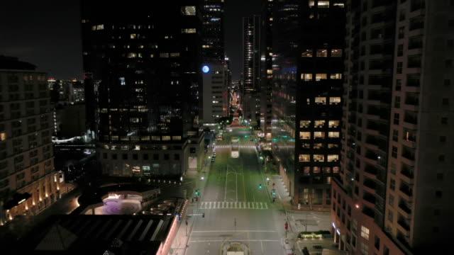 flying through empty downtown los angeles street - dutcheraerials covid stock videos & royalty-free footage