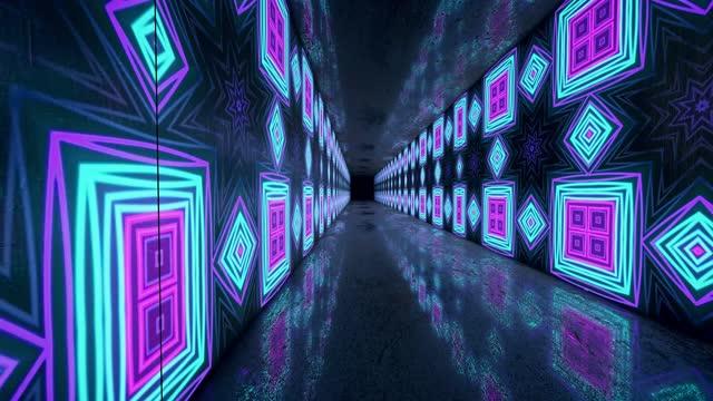 vídeos de stock, filmes e b-roll de voando através de quadrados de neon rotativos brilhantes criando um túnel, espectro, luz ultravioleta fluorescente, iluminação colorida moderna, animação loopable 4k - luz de led