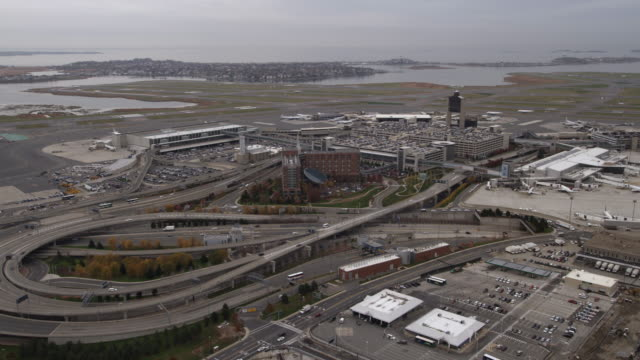 stockvideo's en b-roll-footage met flying toward boston's logan airport. shot in 2011. - artbeats