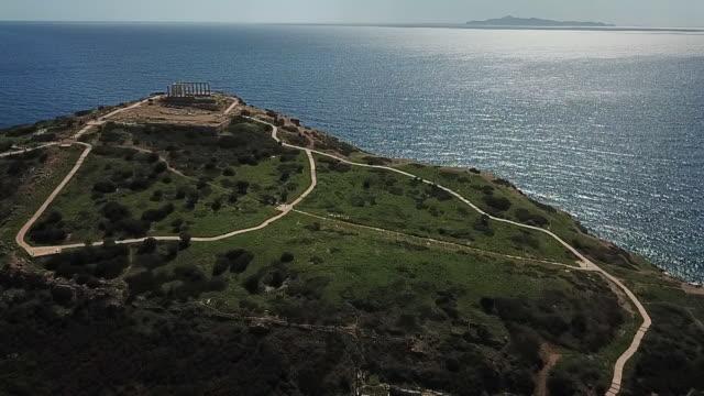 vídeos y material grabado en eventos de stock de volando hacia las ruinas antiguas griegas por drone en grecia - antigüedades