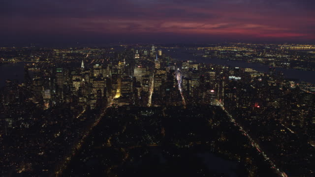 flying toward midtown manhattan at dusk with central park in foreground, looking toward upper new york bay. shot in 2011. - central park manhattan stock videos and b-roll footage