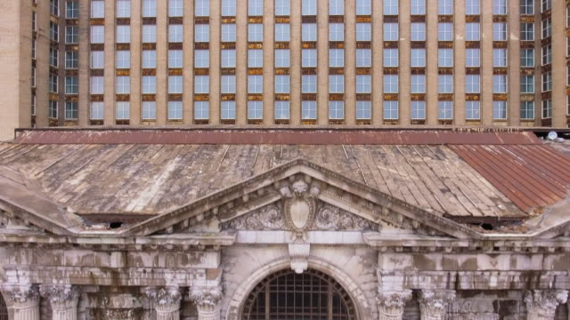 flying up the michigan central station - 20世紀のスタイル点の映像素材/bロール