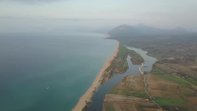 stockvideo's en b-roll-footage met vliegen met drone bij zonsopgang op gulf od orosei-sardinië - pjphoto69