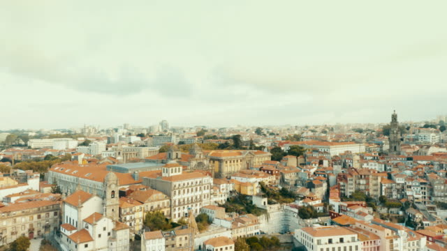 vídeos de stock e filmes b-roll de flying with drone in porto above town over the douro river in porto - locais geográficos