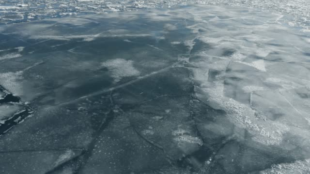 Viaduct een bevroren meer