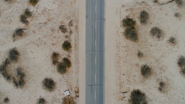 flyover of desert highway - geografia fisica video stock e b–roll
