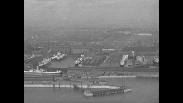 stockvideo's en b-roll-footage met flyover of liverpool over river mersey / title card here's southport said our pilot captain monks / aerial views of the city / note exact year not... - southport engeland