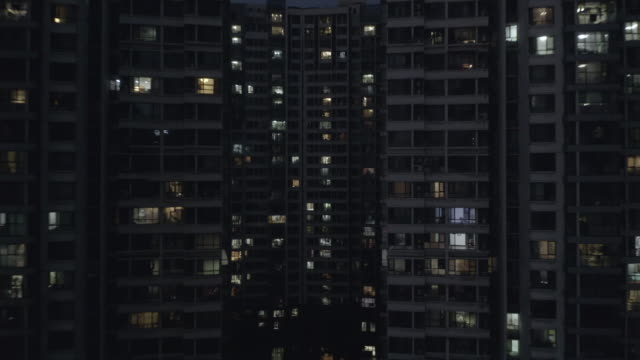stockvideo's en b-roll-footage met flyover residential buildings - gevel