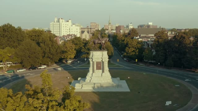fly-over robert e. lee statue - civil war stock videos & royalty-free footage