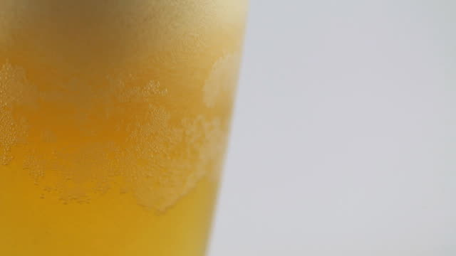 foam sliding down side of beer glass - single object stock videos & royalty-free footage