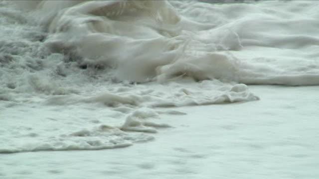cu foaming sea waves / punakaiki, new zealand - new zealand stock-videos und b-roll-filmmaterial