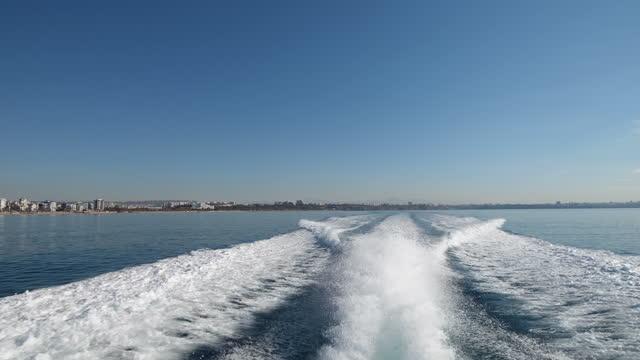ボートからの泡の水 - アドレナリン点の映像素材/bロール