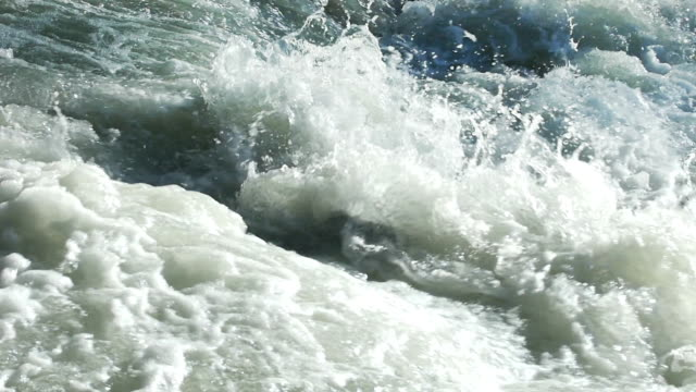 SLO MO schuimvorming wildwater Close-up