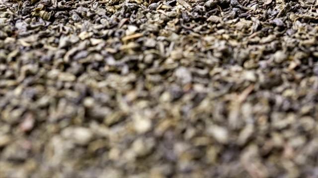 Accento è stato spostato sulle foglie di tè.