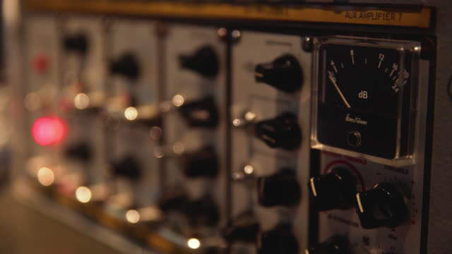 vidéos et rushes de focus on the moving needle of an analogue sound mixing unit - noise