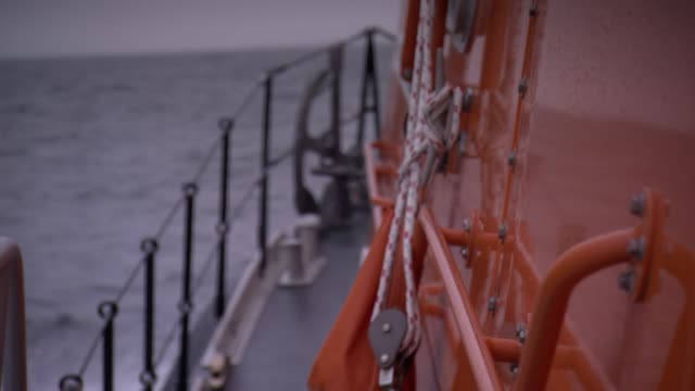 cu focus pull shot of side of rescue boat - schiffsdeck stock-videos und b-roll-filmmaterial