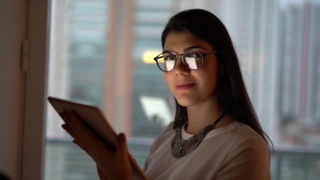 focused businesswoman using tablet at night - pardo brazilian stock videos & royalty-free footage