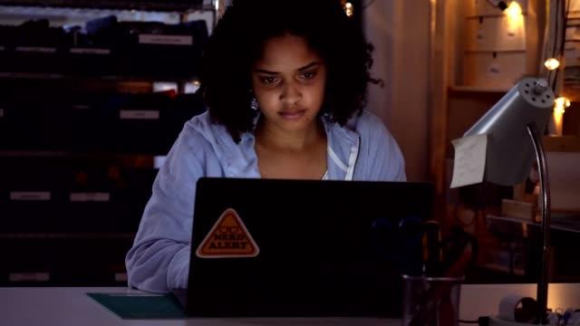 vídeos de stock e filmes b-roll de focused mixed race teenage girl uses laptop - nerd