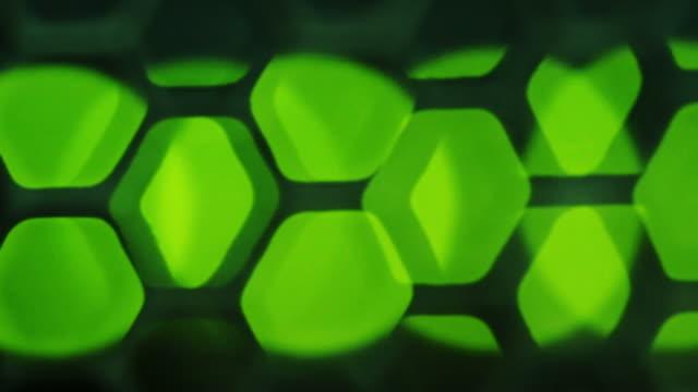 vídeos y material grabado en eventos de stock de centrar verde semáforo en servidor de red - presentador de programa de concursos