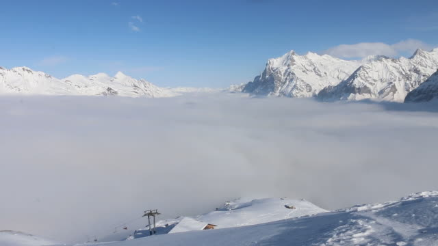 Fog bank lifts from valley bottom, winter snow