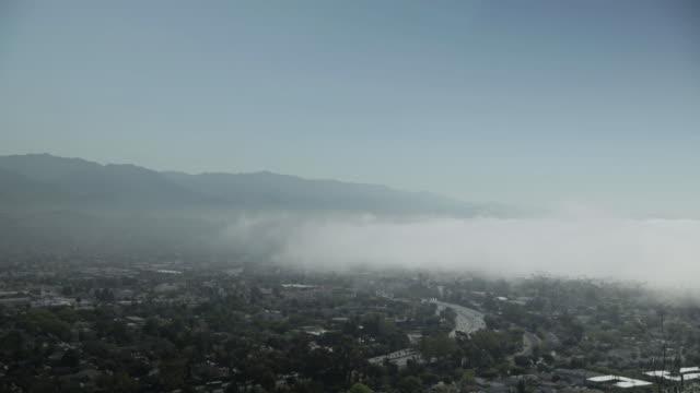vídeos y material grabado en eventos de stock de fog over santa barbara - santa bárbara