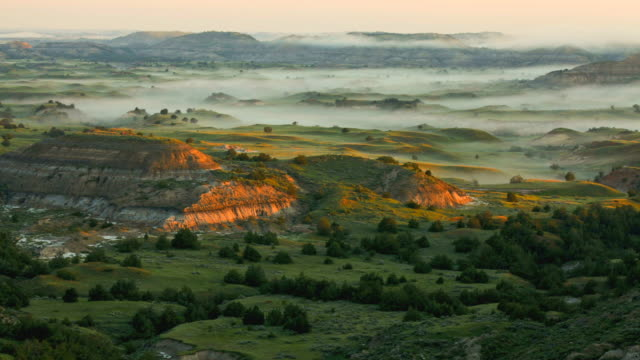 T/L WS HA Fog rolling over badlands at sunrise in Theodore Roosevelt National Park, North Dakota, USA