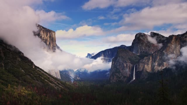 fog rolling through yosemite valley - californian sierra nevada stock videos and b-roll footage