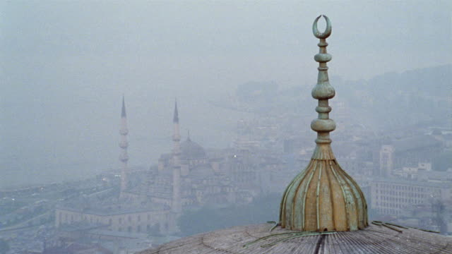 ha ws foggy cityscape from dome of mosque/ istanbul - suleymaniye mosque stock videos and b-roll footage