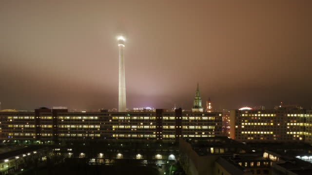 foggy night in berlin with tv tower red city hall and st. nicholas' church - rathaus点の映像素材/bロール